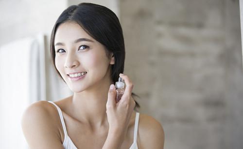 敏感肌肤应该怎么正确使用喷雾?源自护肤小贴士