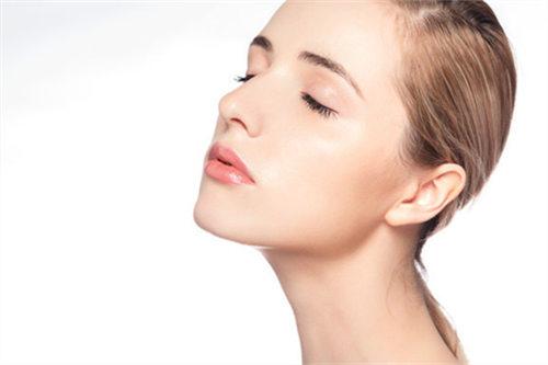 酒精和皂基,敏感肌能用吗?源自护肤知识普及