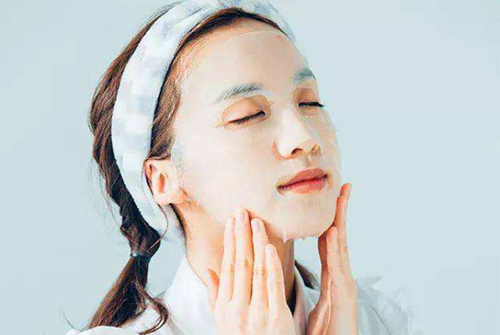 敏感肌还可以敷面膜吗?掌握技巧,恢复肌肤健康