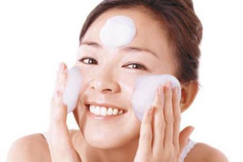 长期坚持清水洗脸,敏感肌真的清水出芙蓉?