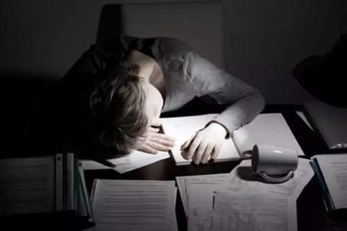 经常熬夜,敏感肌非常糟糕,源自护肤告诉你怎么办