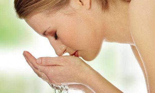 敏感肌肤应该如何洁面?源自护肤全面解读肌肤清洁