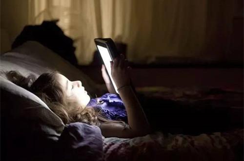 熬夜对敏感肌有什么伤害?熬夜后如何补救才是正确的
