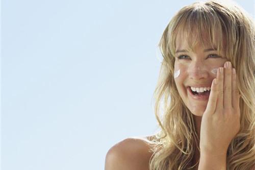 敏感肌肤使用防晒霜的正确方法?记住30分钟