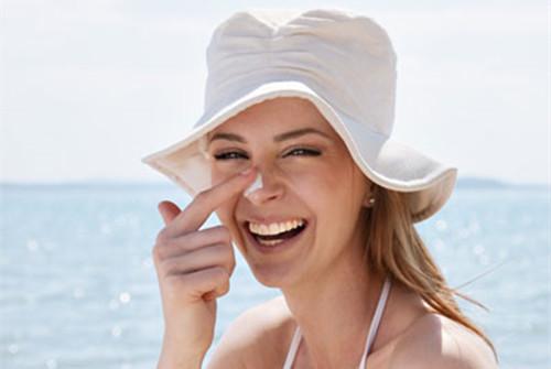 每天做防晒对敏感肌的伤害大吗?我们应该如何降低风险