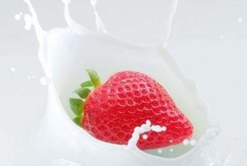 过期的牛奶可以用来洗脸护肤吗?敏感肌肤慎用