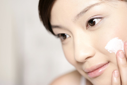 敏感肌肤还能够化妆吗?细心呵护肌肤,也不是不可能