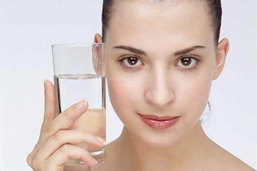春季敏感肌护肤什么最重要?补水锁水一个都不能少