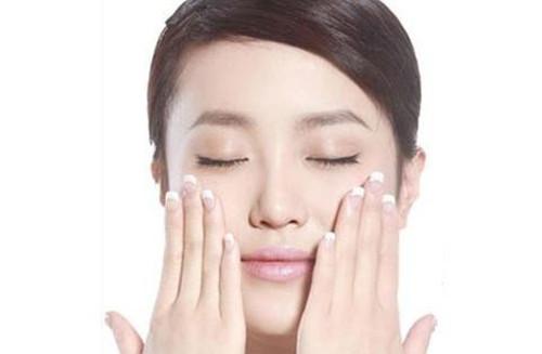 敏感肌适用的面霜,为什么使用后感觉脸有些刺痛?