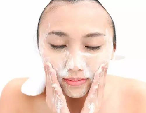 敏感肌肤如何选择洗面奶?氨基酸的如何?