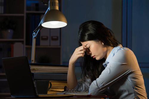 上夜班,还经常倒班的敏感肌的女士,应该怎么护肤?