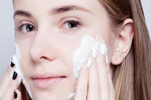 护肤的时候为什么要去角质?敏感肌肤需要去角质吗?