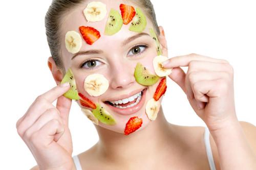 "DIY面膜不靠谱吗?敏感肌肤也不能随便使用""天然""食材敷脸!"