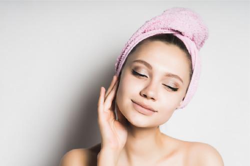 容易爆痘的油性肌肤应该如何护理?控油保持水油平衡