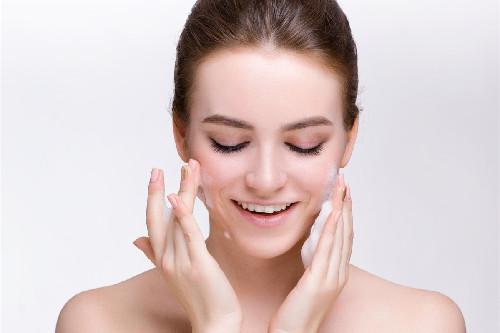 女人认真的保养皮肤有什么好处?细心呵护,生活会正面回馈你