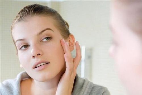 皮肤暗黄怎么护理?注意保湿,保持良好的睡眠