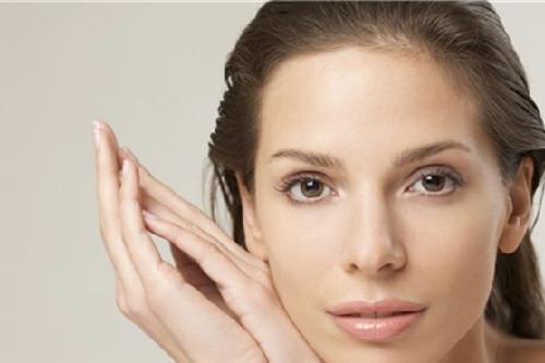 生活中改善敏感肌的方法有哪些?及时补水,正确使用防晒